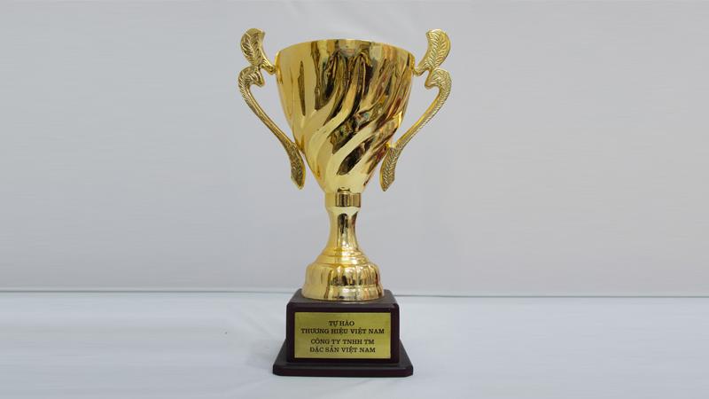 Cúp vàng Tự hào thương hiệu Việt Nam
