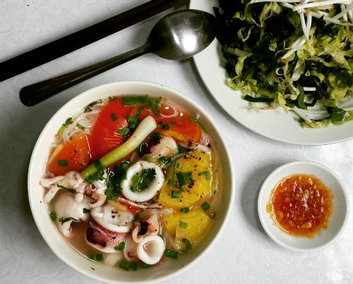 Bún mực lạ miệng, tươi ngon giúp đổi mới bữa ăn của bạn