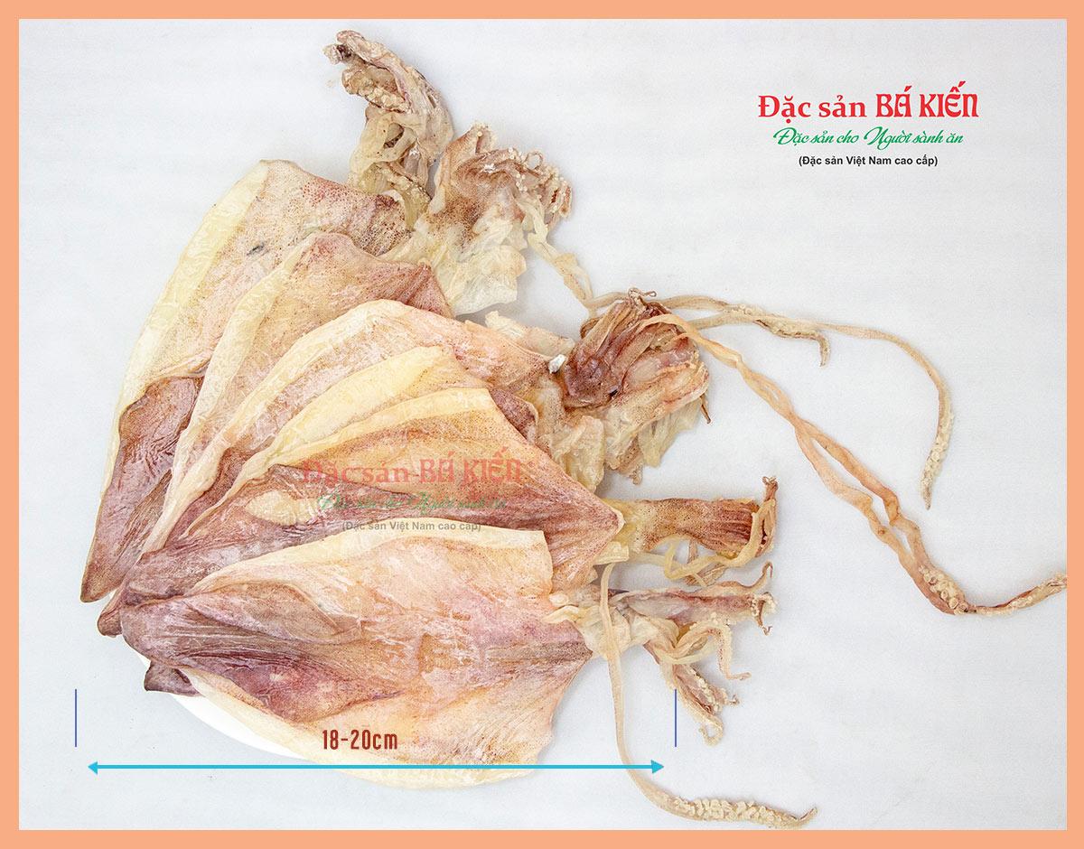 Mực khô Loại 3 kích thước dài từ 18-20cm
