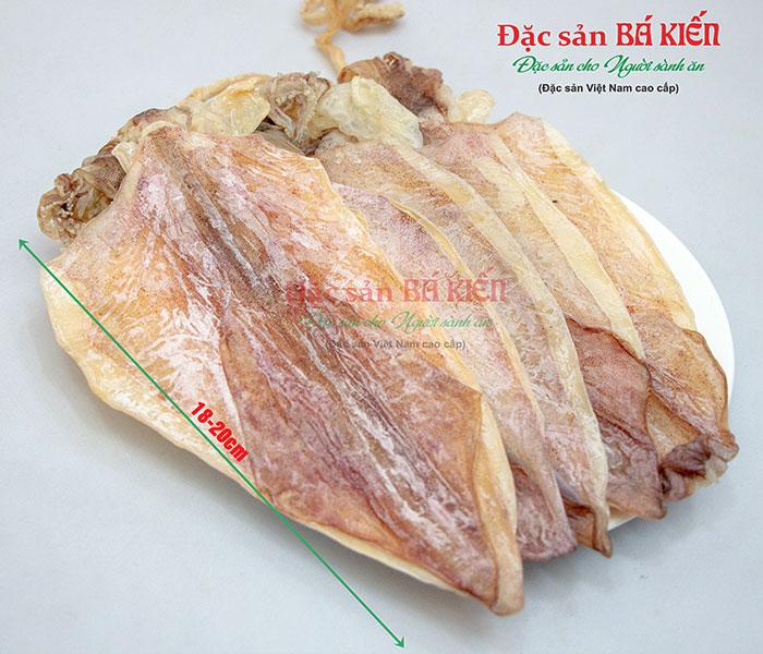 Mực khô Cô Tô loại 3 là loại mực nhỏ, có chiều dài thân mực từ 18 - 20 cm