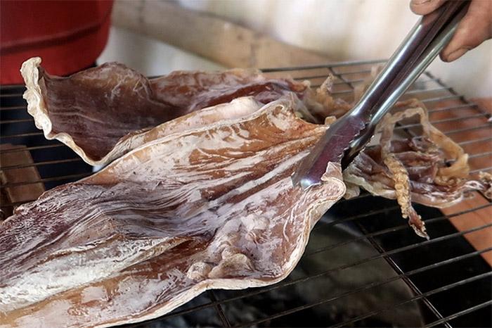 Khô mực Vũng Tàu chế biến thành nhiều món ăn hấp dẫn