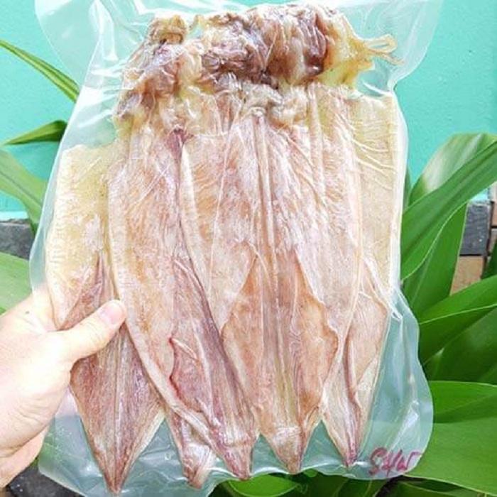Mực khô trong tiếng Anh được viết là Dried cuttle