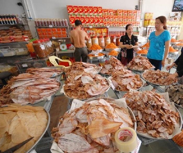 Mực khô bày bán tại chợ